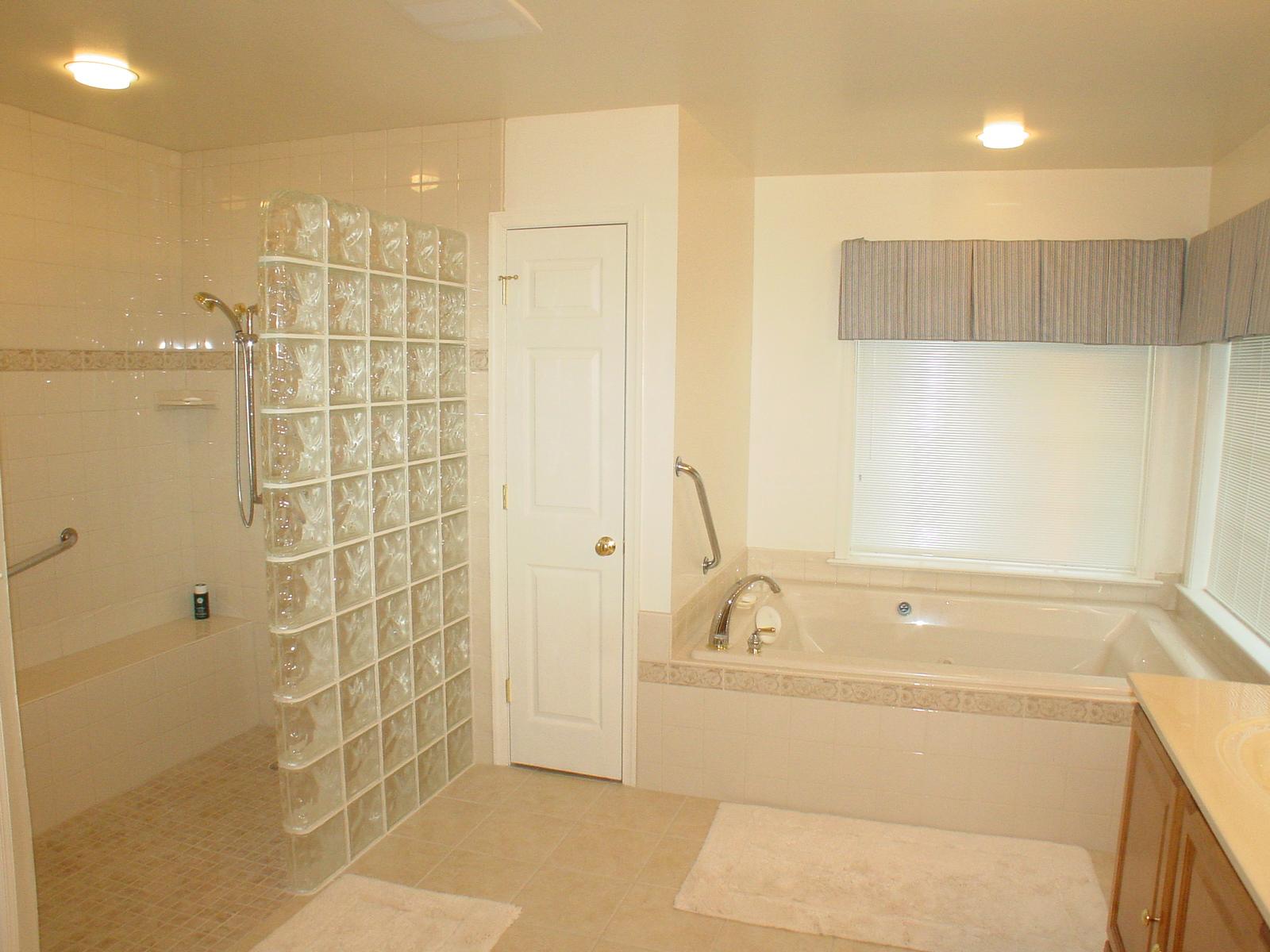 Custom shower doors - Frameless shower doors